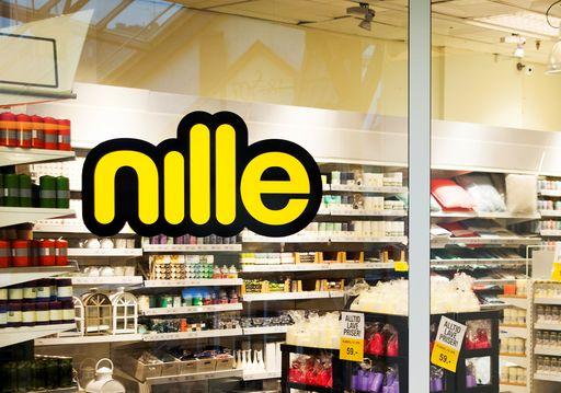 Nille gir seg og betaler overtid i tre butikker