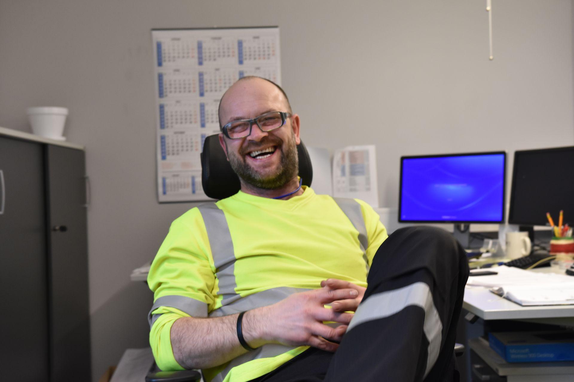 NY UTDANNING: Den tidligere bakeren Tommy Svendsen har tatt fagbrev i produksjonsteknikk mens han har jobbet ved nikkelverket.
