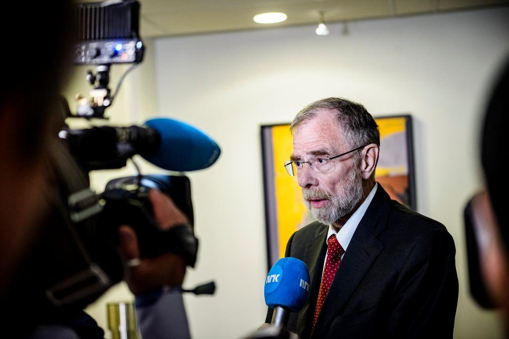 Riksmekler Nils Dalseide orienterer pressen om framdriften.