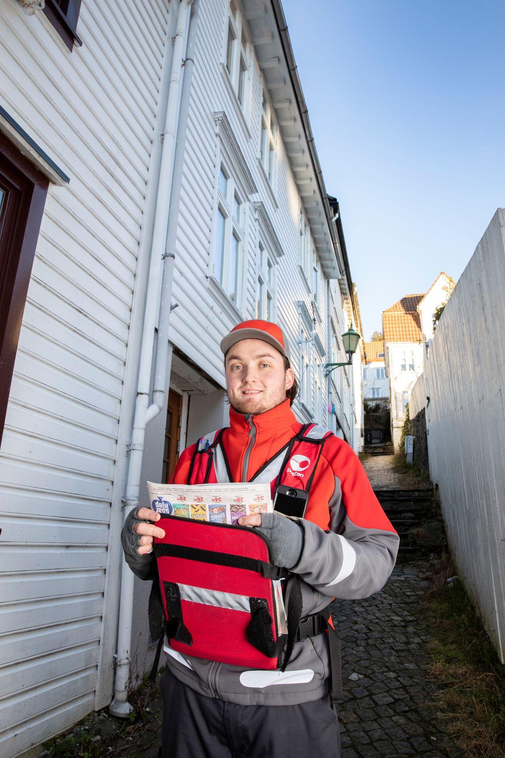 0b34a9d6 Postbud Kristoffer (28) har satt seg frist til nyttår for å finne ut hva  han skal gjøre etter Posten: – Det går bare én vei